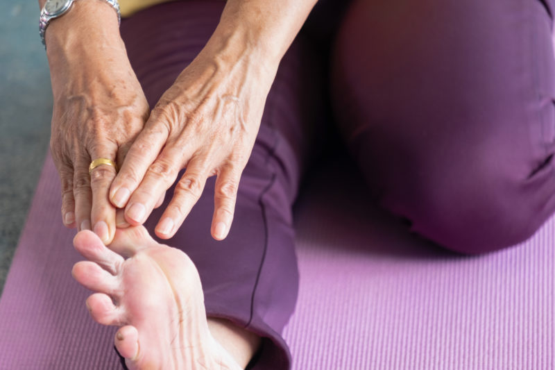 How seniors can maintain flexibility through stretching